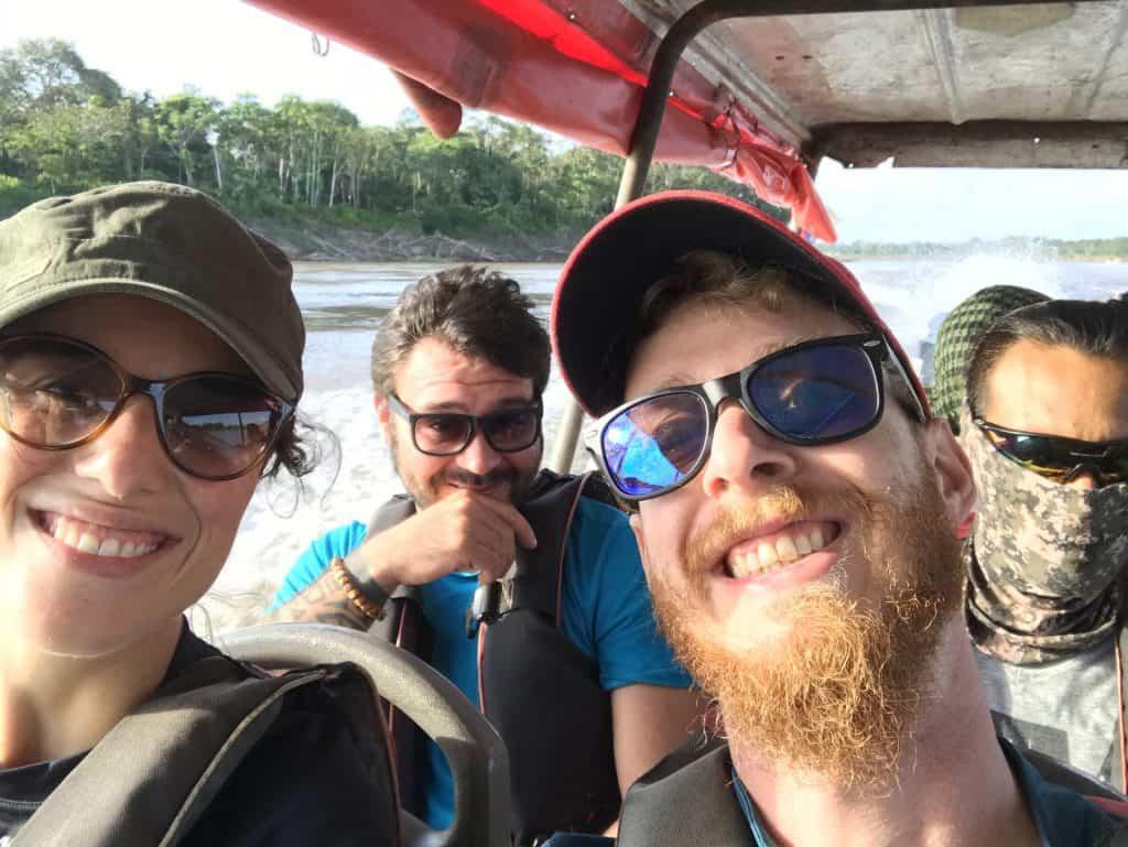 Sul battello pubblico navigando sul Rio